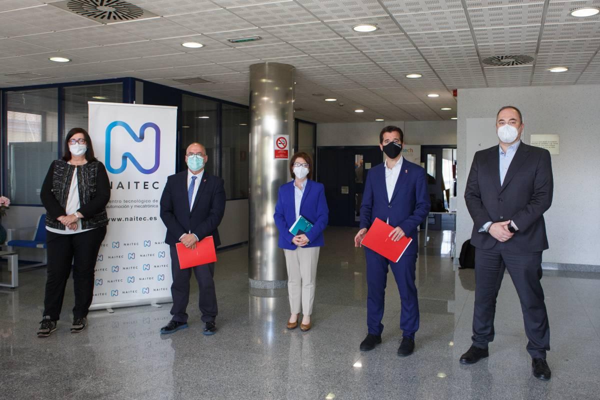 De izda a dcha: Pilar Irigoien (Sodena), el consejero Cigudosa, Estibalitz Erauzquin (Naitec), el consejero Irujo y Roberto Lanaspa (ACAN).